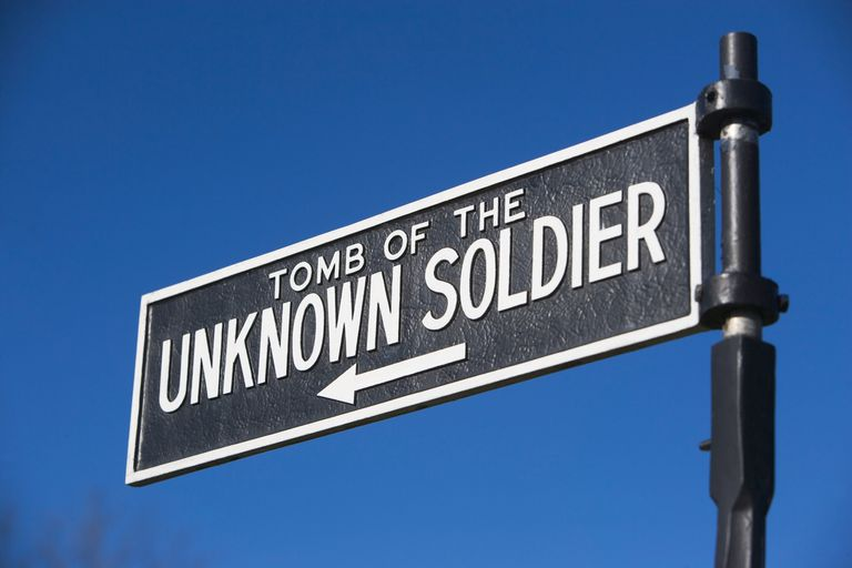 Sign pointing to Tomb of the Unknown Soldier