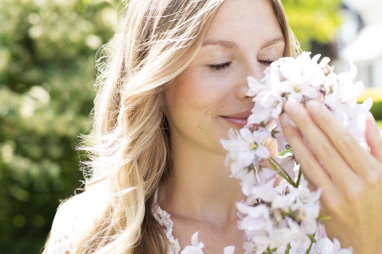 The odor of flowers is recognizable because of volatile molecules.
