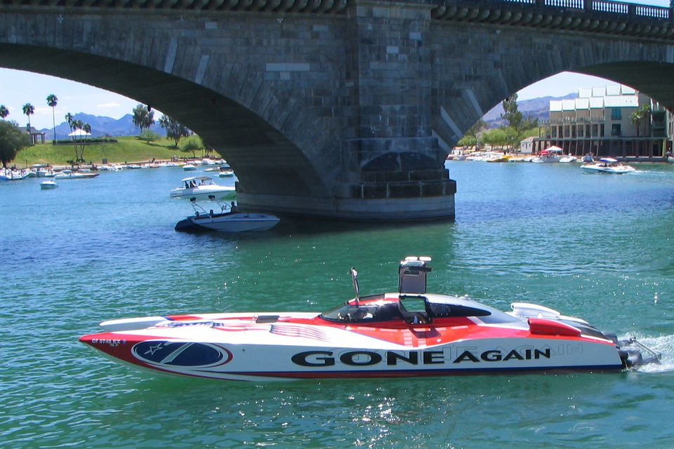 Power Boat at London Bridge in Lake Havasu