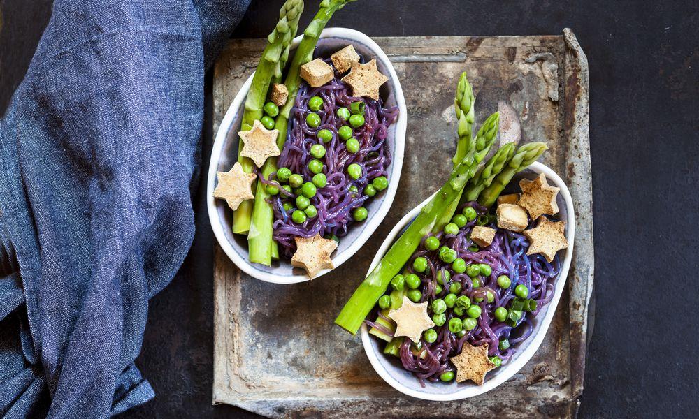 Shirataki noodles, peas, asparagus, star-shaped tofu