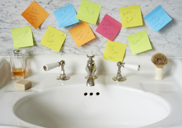 reminder post it notes in bathroom