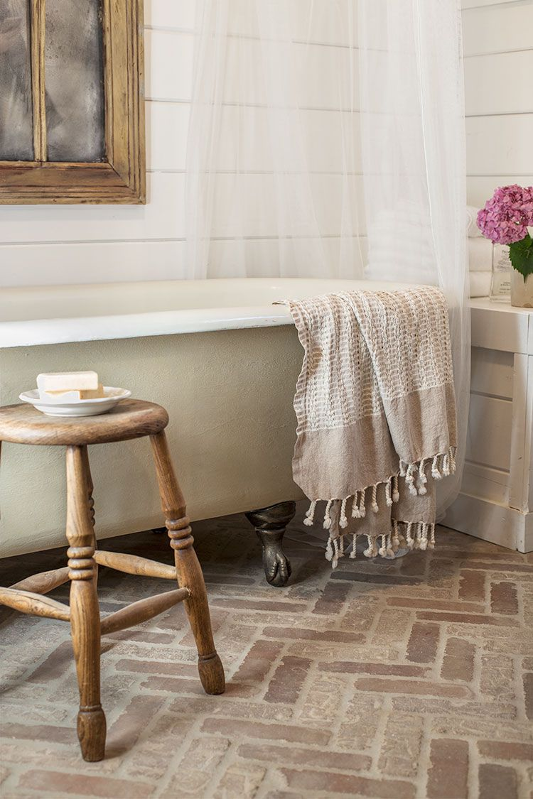 Clawfoot Tubs To Fit Your Space And Budget - Clawfoot tub in small bathroom
