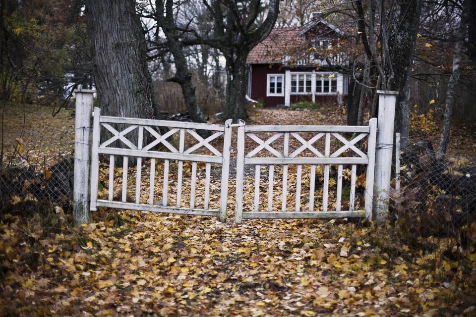 sagging gate.