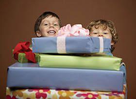 gift game, present game, Christmas games, holiday games, Christmas party games, games for kids