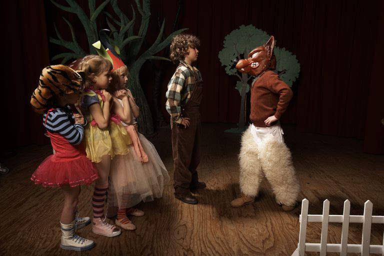 children on stage drama therapy