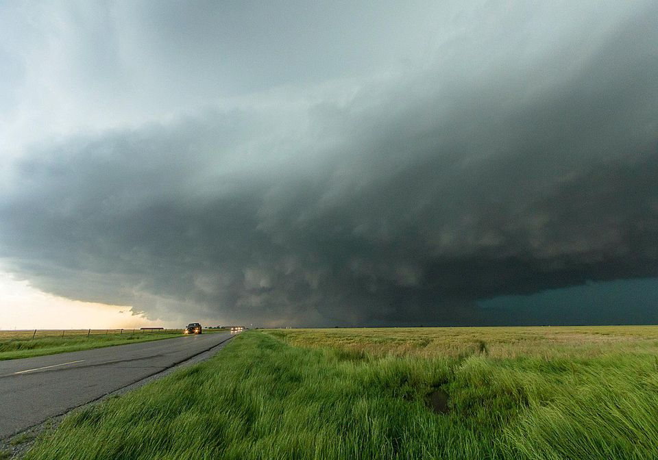 What to Do if You are Driving When a Tornado Strikes
