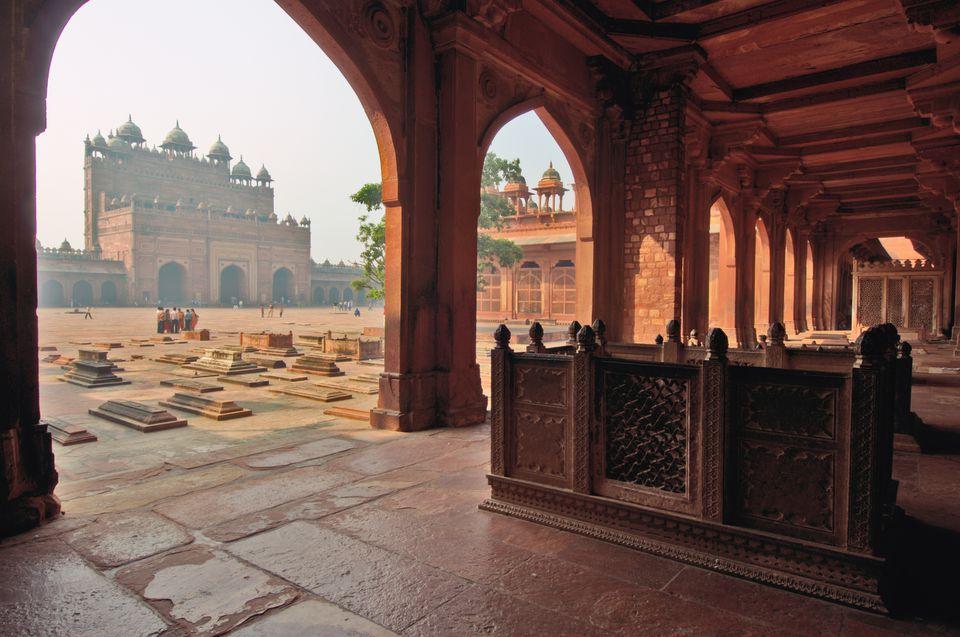 Fatehpur Sikri. Walkway and courtyard tombs of the Jami Masjid.