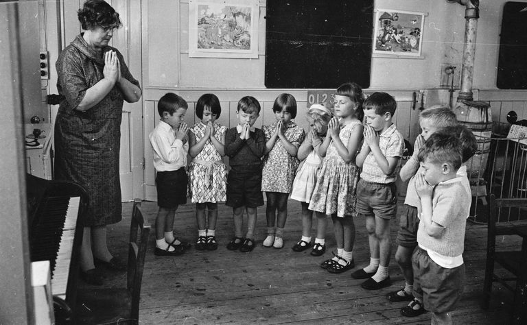 School children saying the Lord's Prayer in 1963