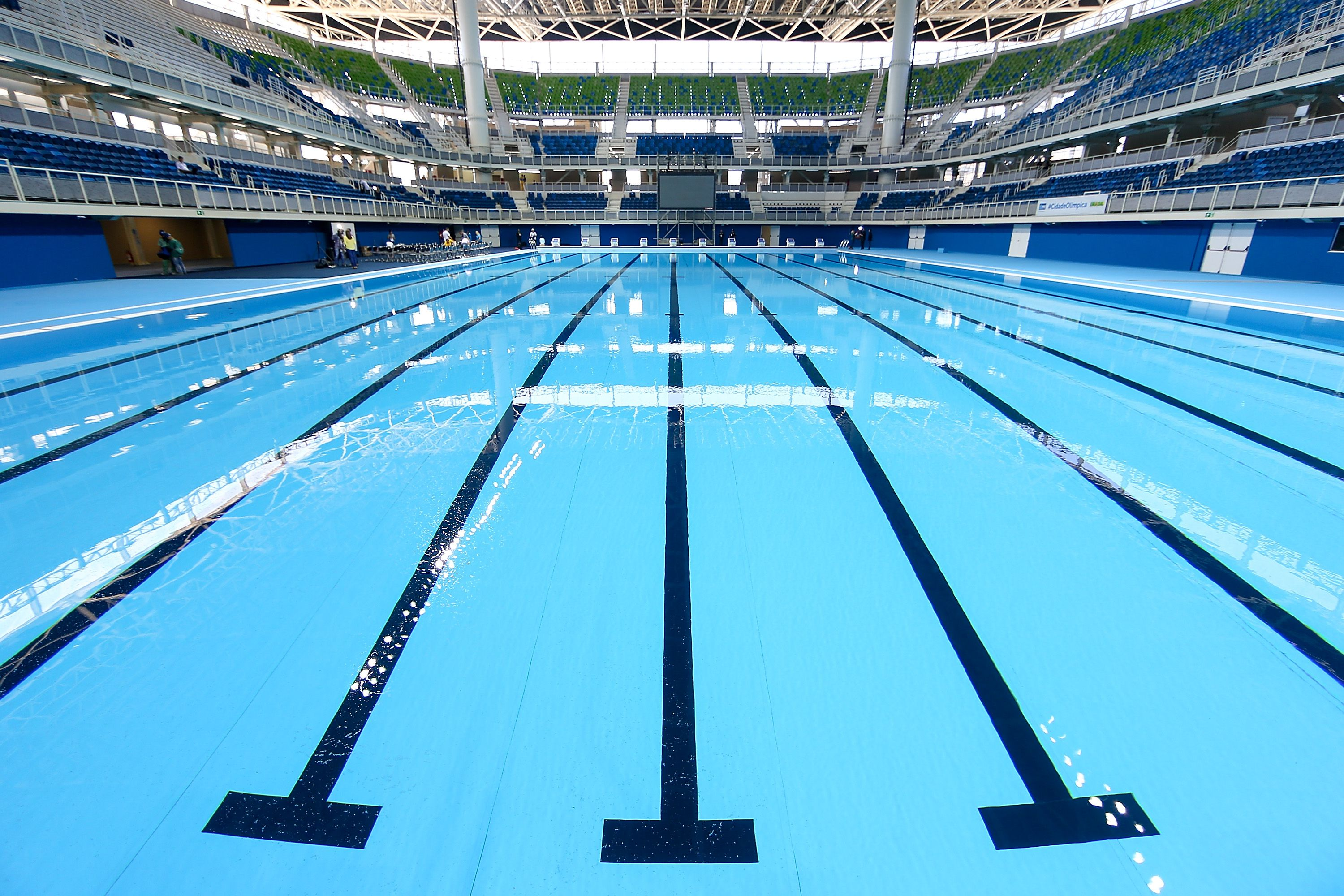 How big is an olympic size swimming pool for Olympic swimming pool pictures
