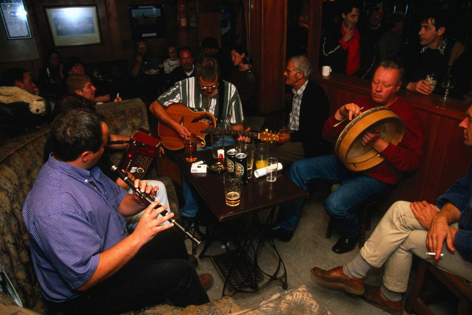 Irish musicians in action in the O'Connor's Pub, Doolin.