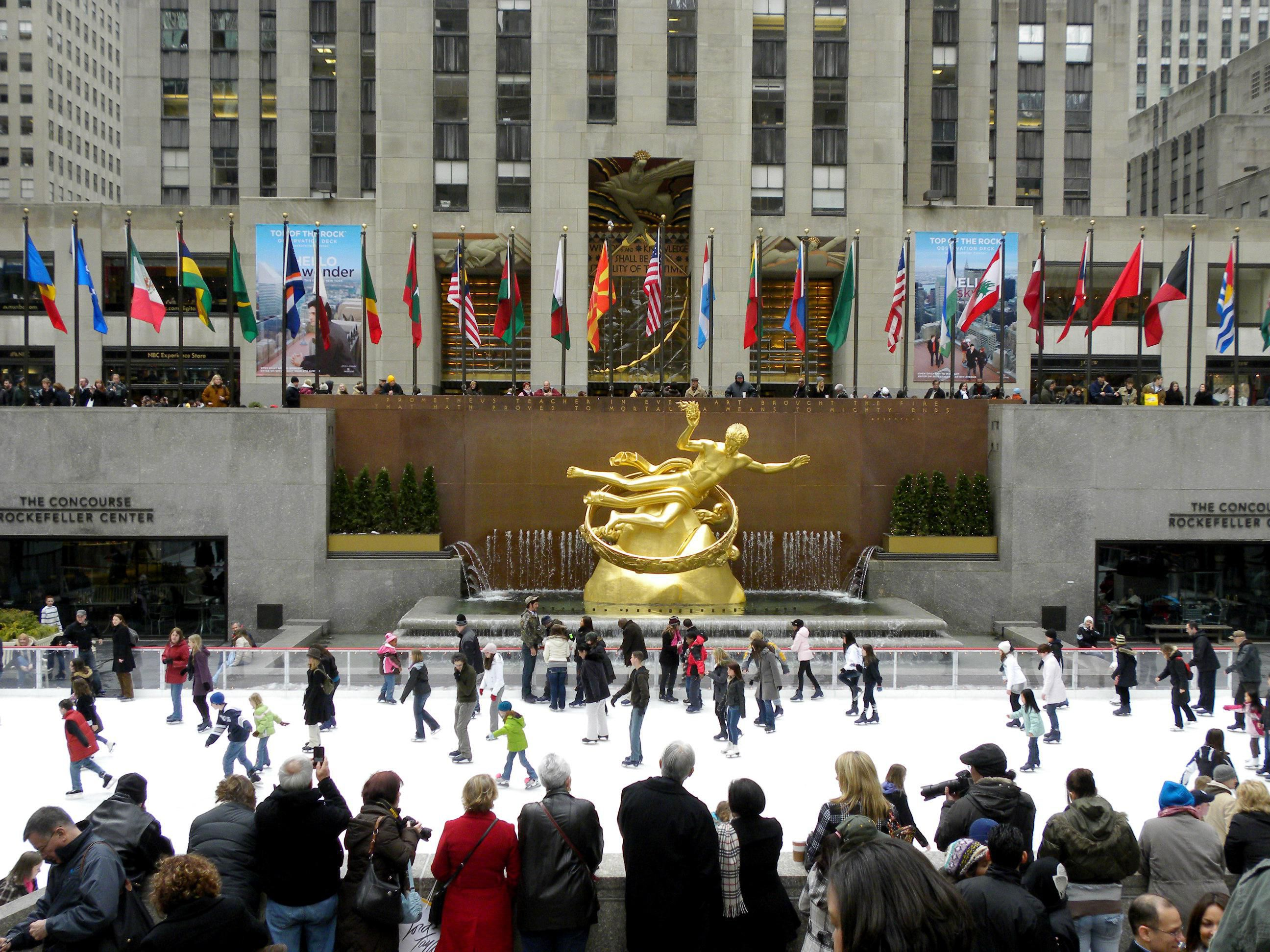 Your guide to skating at the ice rink in rockefeller center for Must see nyc attractions