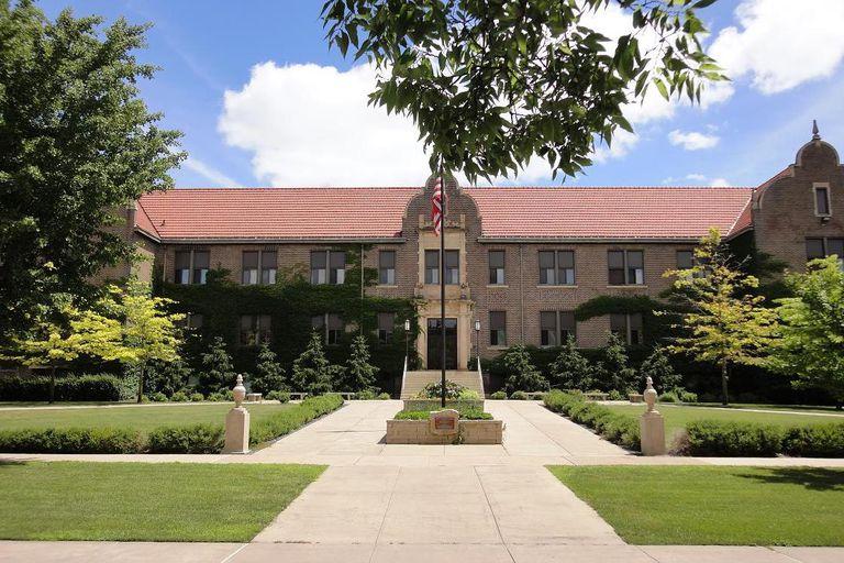 Phelps Hall at Winona State University