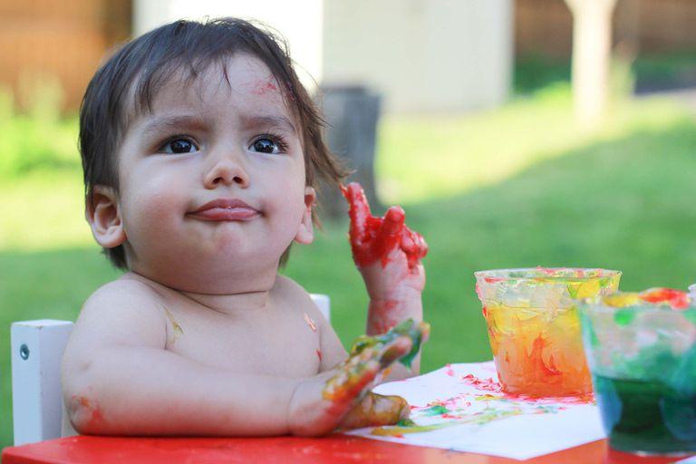 Pintura casera para bebés que se ponen todo en la boca
