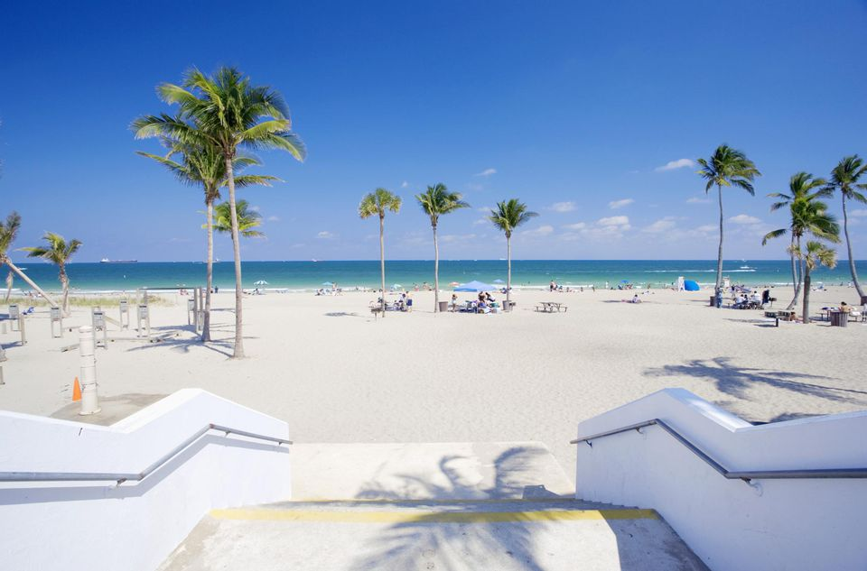 USA, Florida, Fort Lauderdale, people relaxing at beach