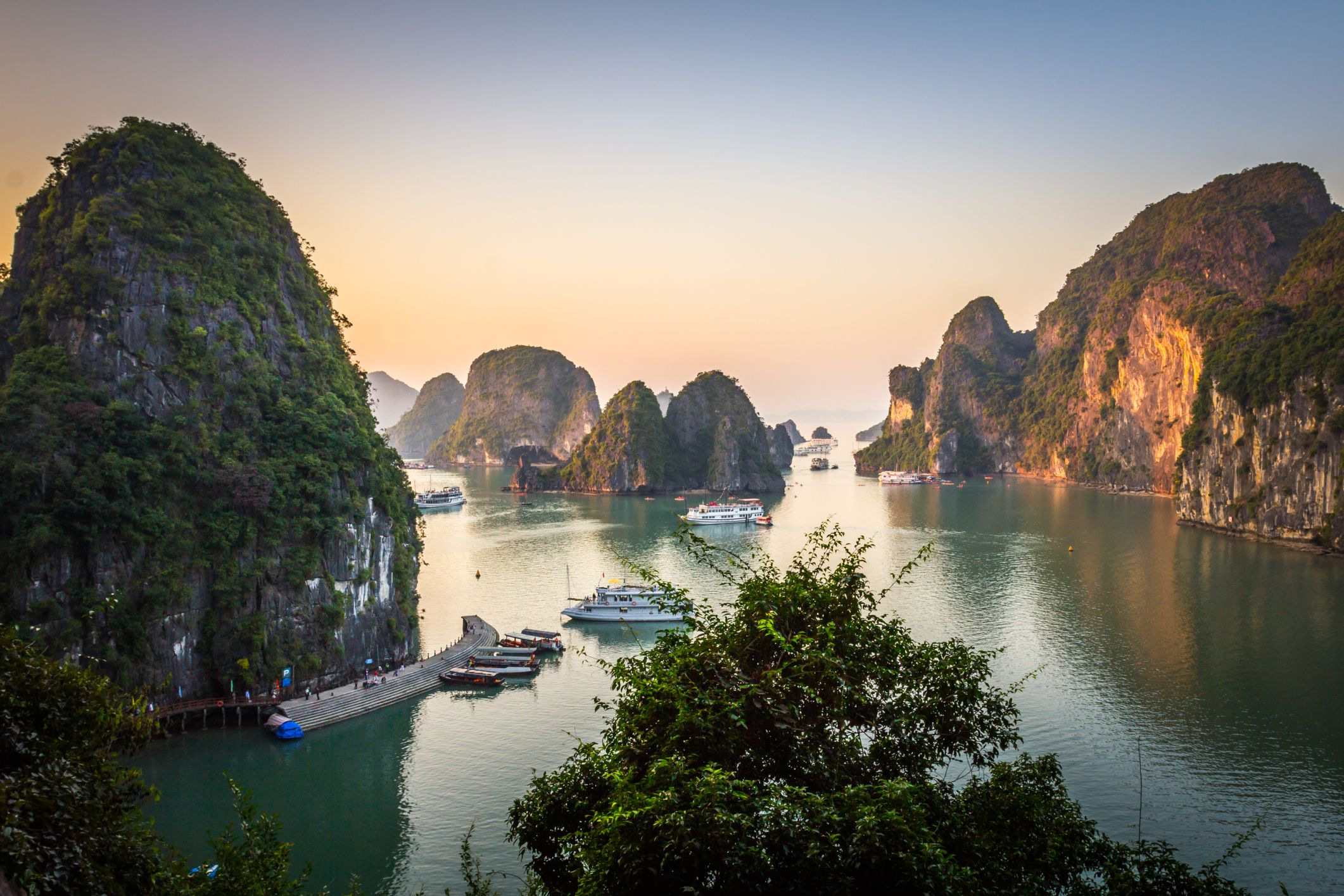How to Book a Package Tour to Vietnam's Ha Long Bay