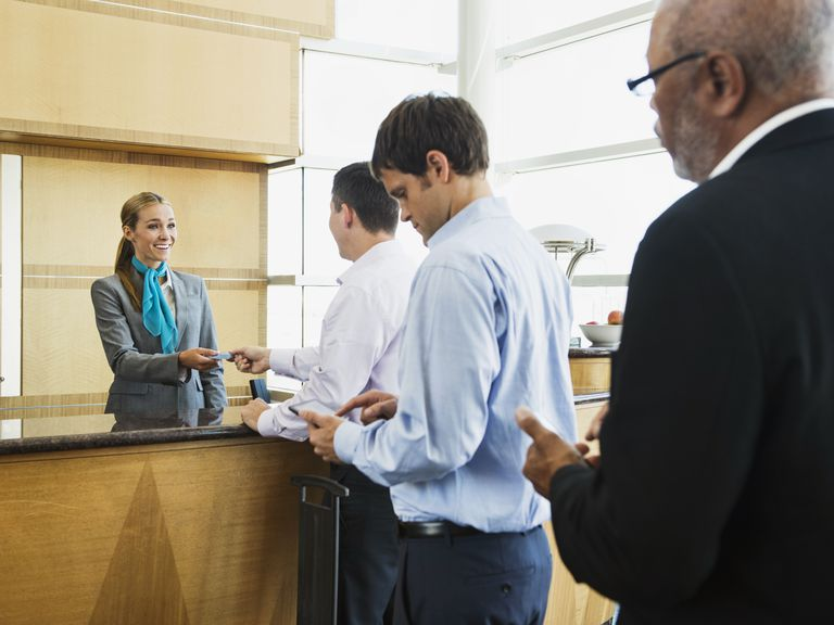 How an Extra Pay Period Affects Employee Pay
