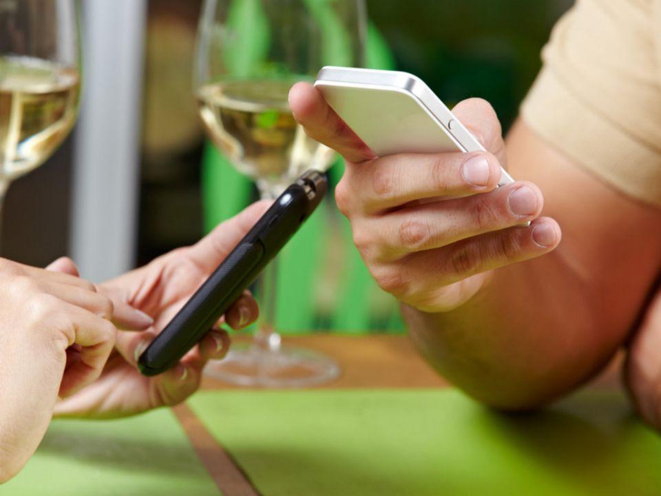 smartphones using public wifi