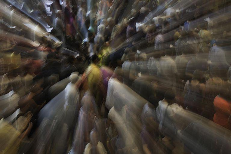 gi-crowd-overwhelm.jpg