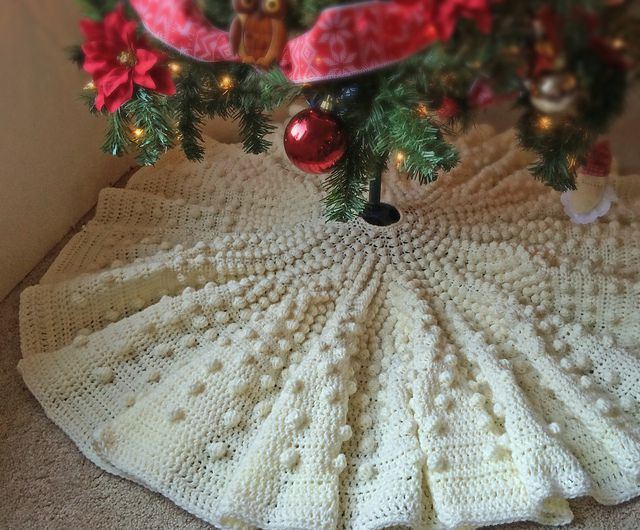Falling Snow Crochet Tree Skirt Pattern
