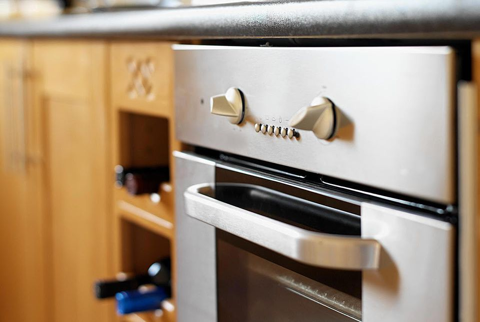 An oven for broiling food
