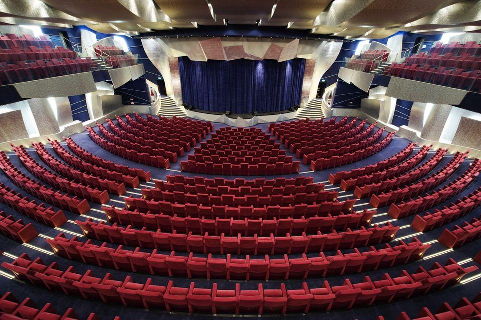 MSC Splendida - Cruise Ship Tour and Profile