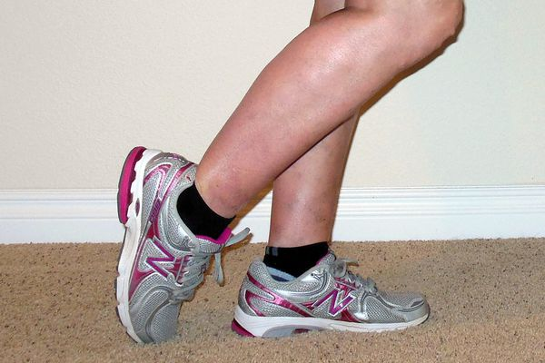 Anterior Tibialis Standing Stretch