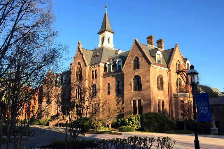 seton hall essay Welcome to the applicant portal the applicant portal is an invitation-only site for students (freshmen, transfers, and returning students) who have already submitted an application to seton hall.