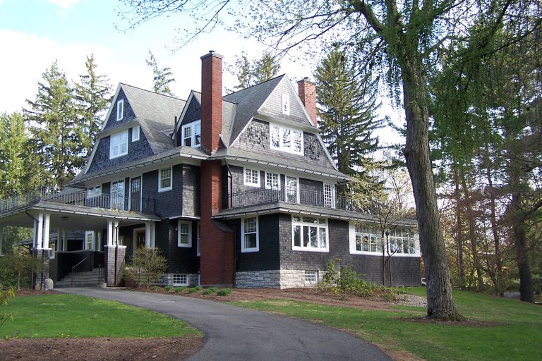Overview of the shingle style an american original for Shingle style architecture