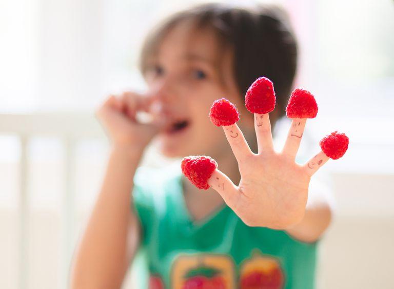 girleatingraspberries.jpg