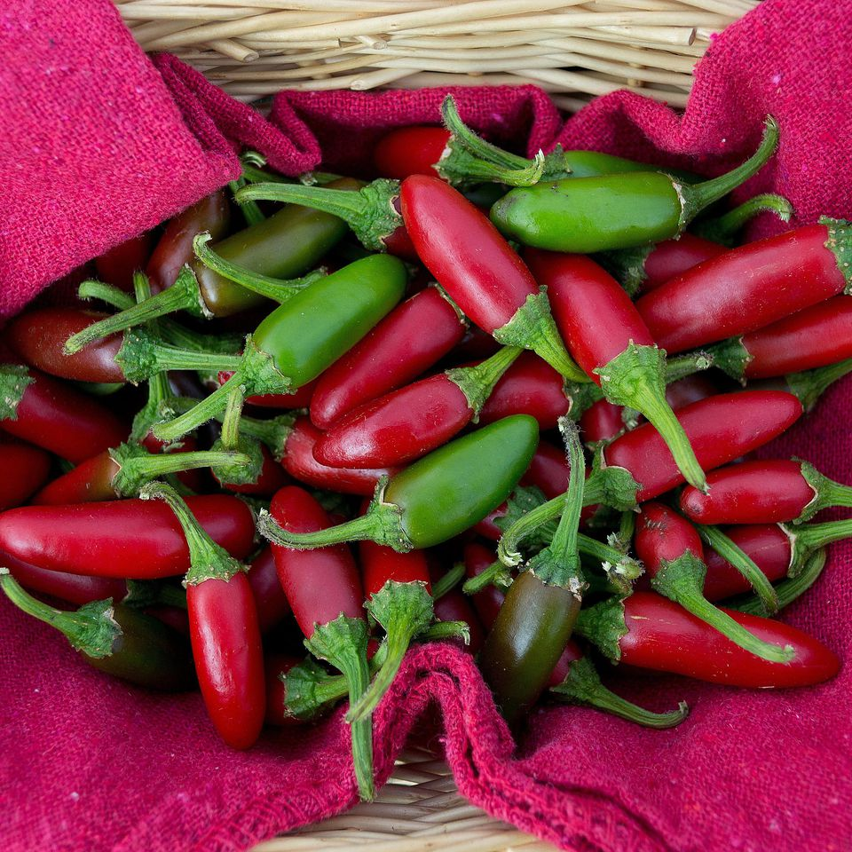 Red and green jalepeño peppers