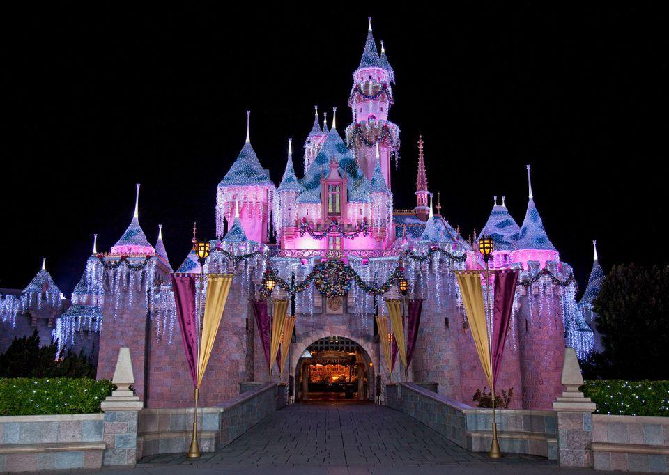 Disneyland_SleepingBeautyWinterCastle_Christmas.jpg