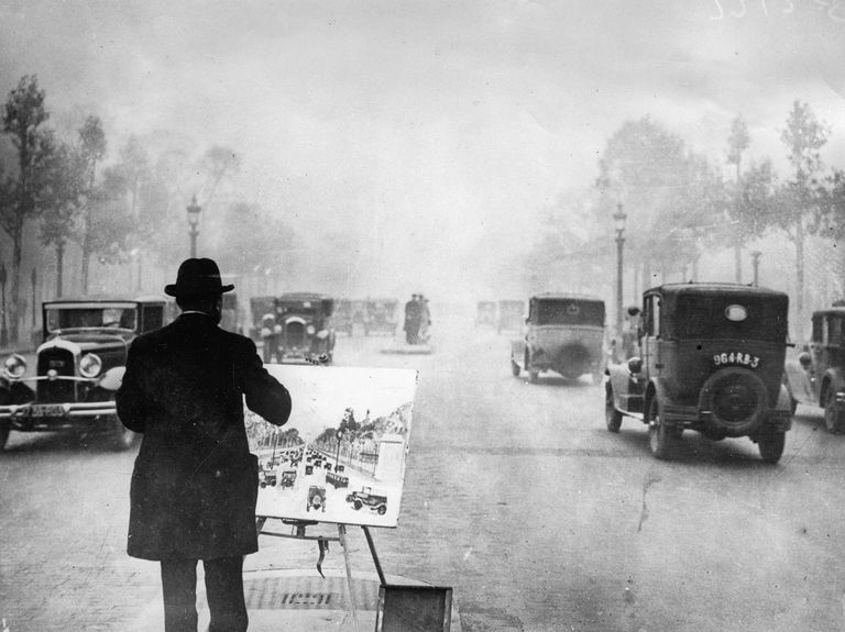 Traffic picture, Painter on the Champs Elysees, Paris