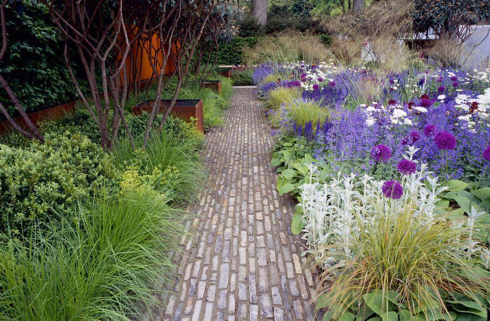 Chelsea Garden Path designed by Tom Stuart Smith