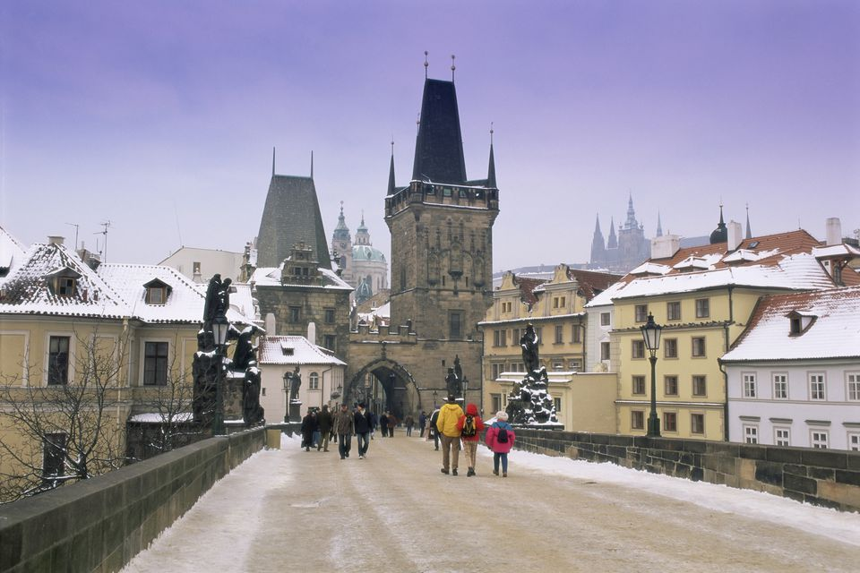 Charles Bridge and St. Vitus cathedral in winter snow, Prague, UNESCO World Heritage Site, Czech Republic, Europe