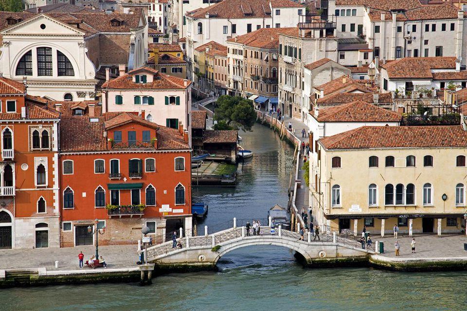Canal Della Giudecca, Dorsoduro district, Venice, UNESCO World Heritage Site, Veneto, Italy, Europe