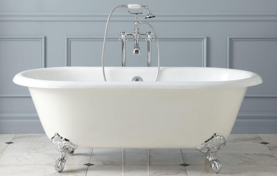 Acrylic vs cast iron clawfoot bathtubs for Cast iron tubs vs acrylic