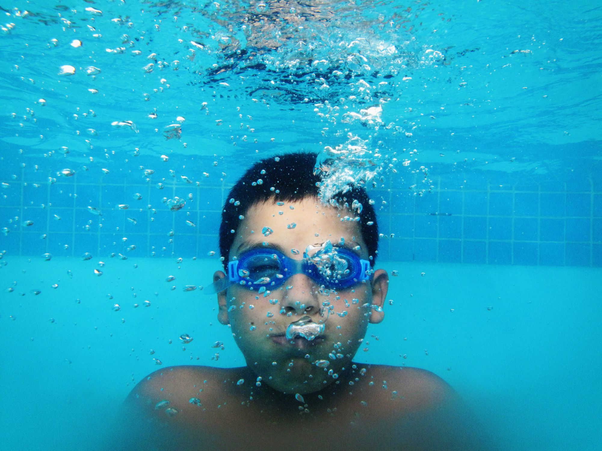 Warning about underwater swimming and breath holding for How do fish breathe underwater