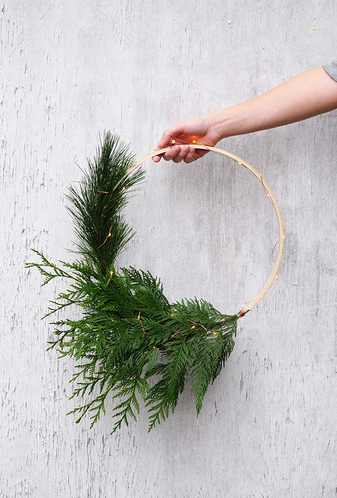 Battery Operated Pre Lit Christmas Wreaths