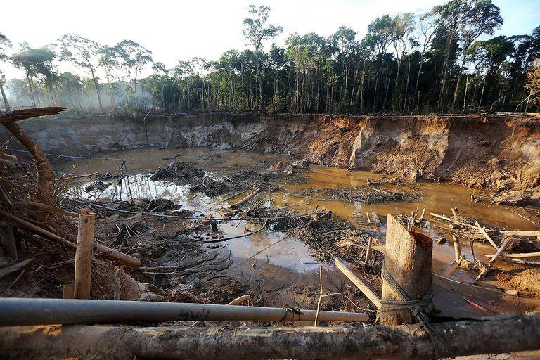Peruvian Gold Mining Rush Brings Social And Environmental Stresses To Amazon