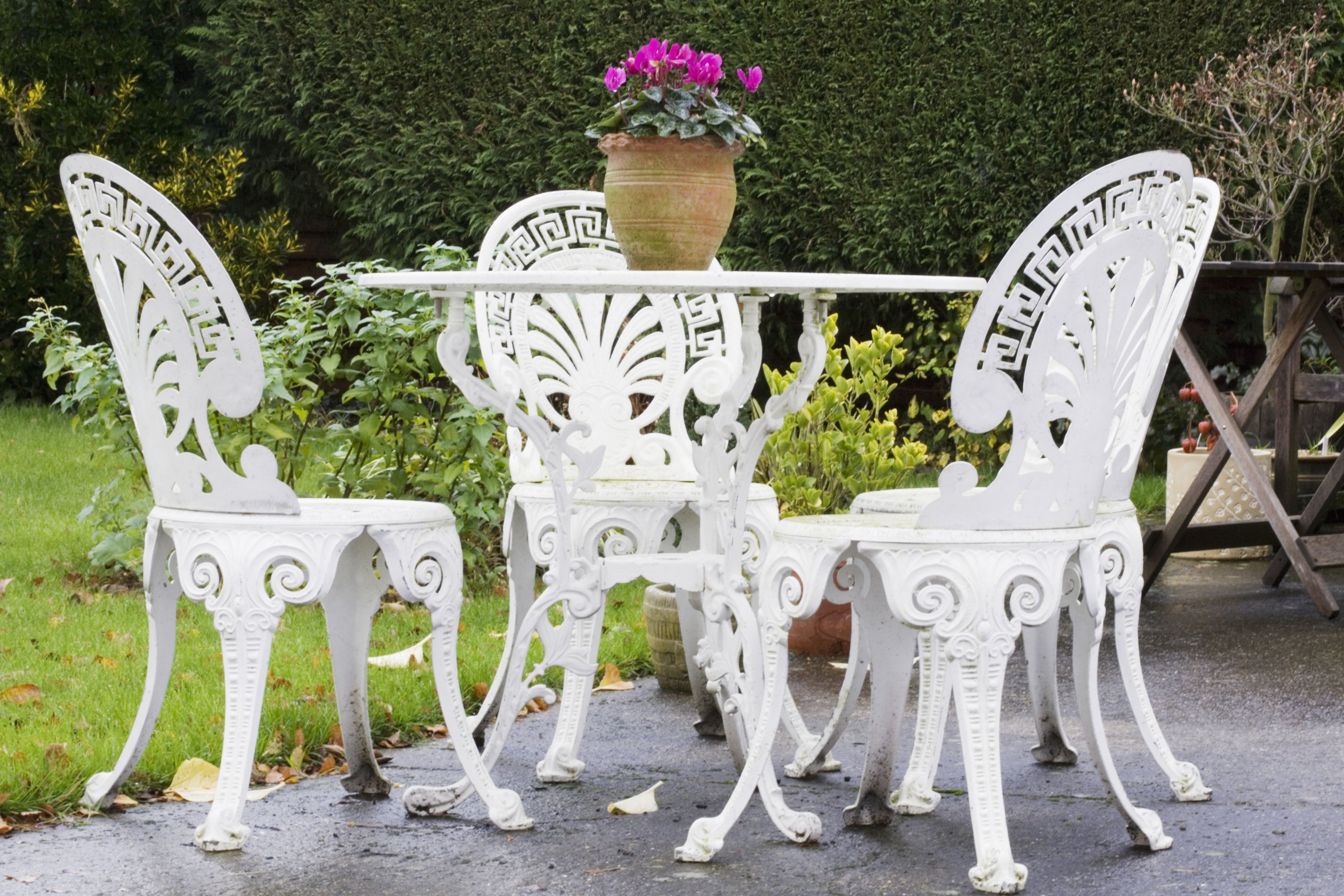 Cast Iron Garden Furniture History and Overview