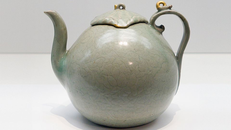 An example of a Goryeo Celadon teapot