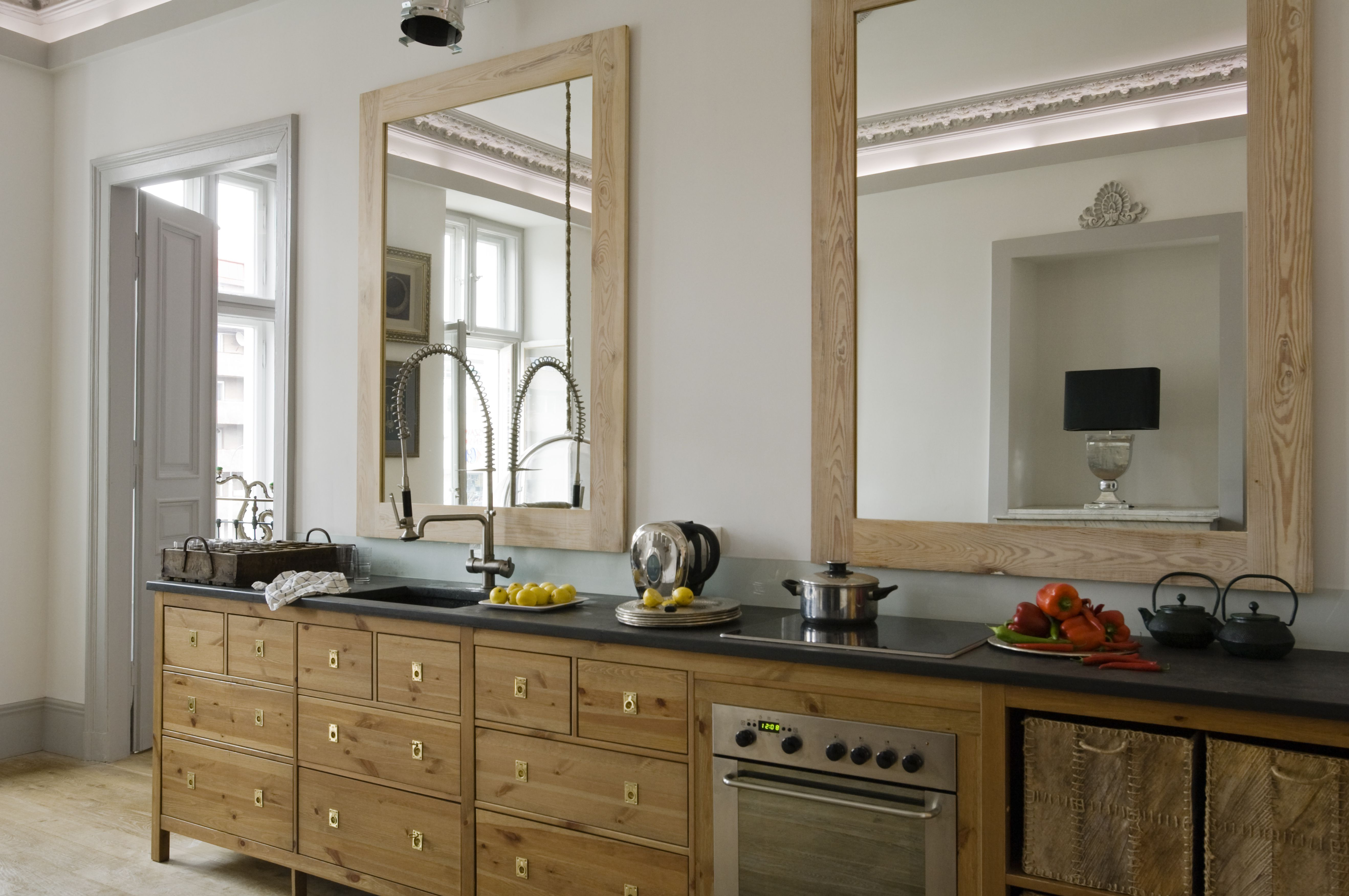 The Feng Shui of a Mirror Behind the Kitchen Stove