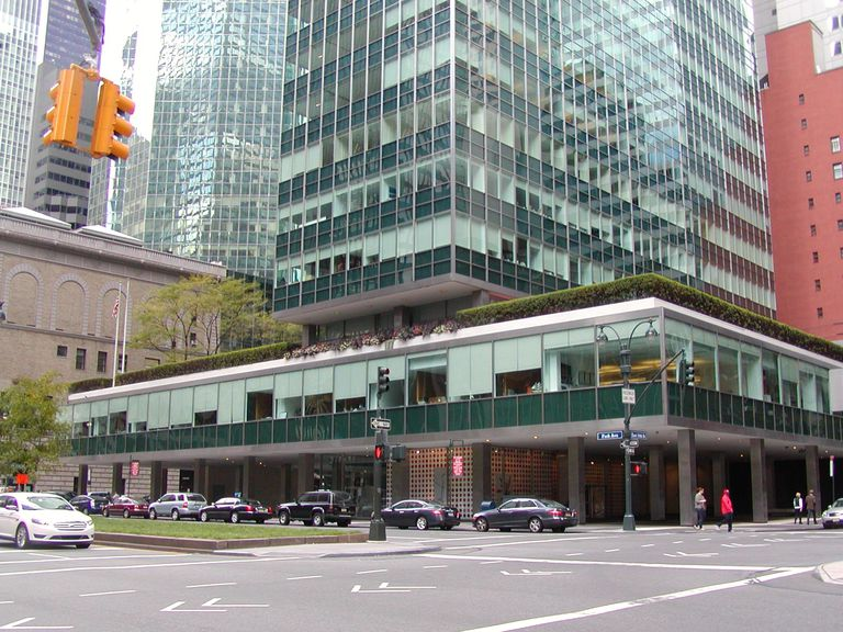 Lever House in NYC, amodern glass skyscraper by Gordon Bunshaft