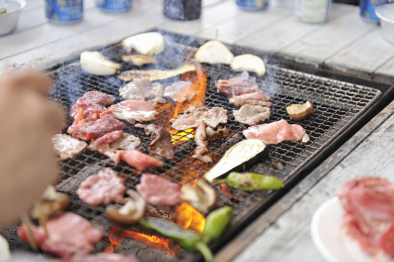 Barbecued foods need to be handled safely to avoid food-borne illness.