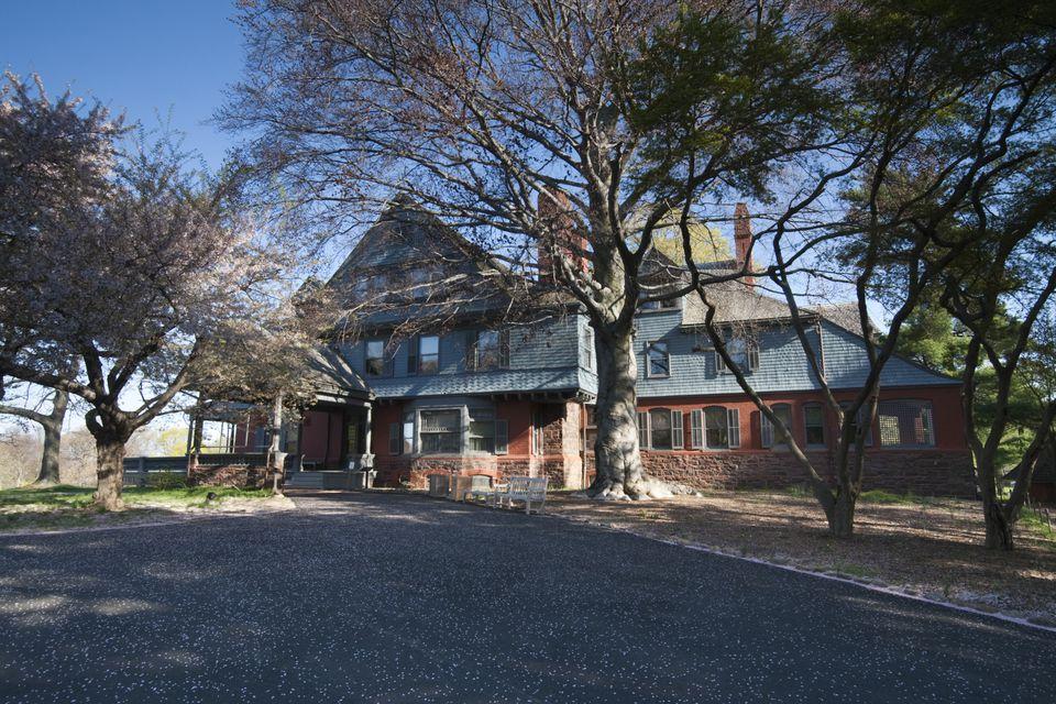 10 Quaker Meeting House Rd, Farmingdale, NY 11735 ...