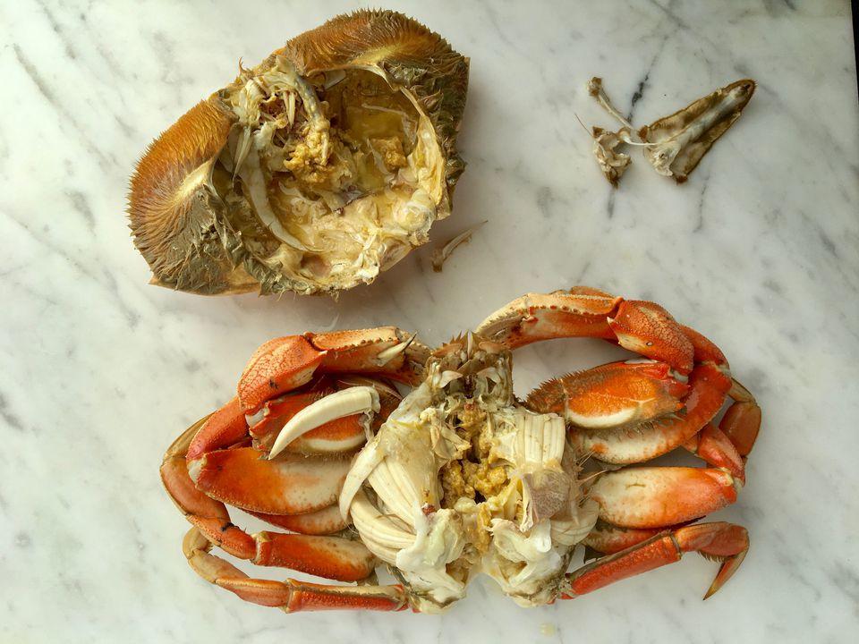 how to clean frozen crab