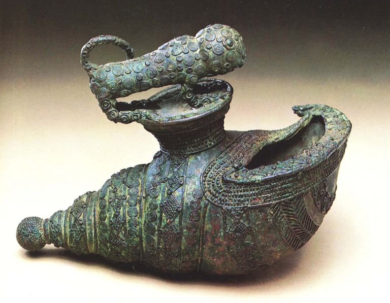 Cast bronze vessel with animal motif from Igbo Ukwu