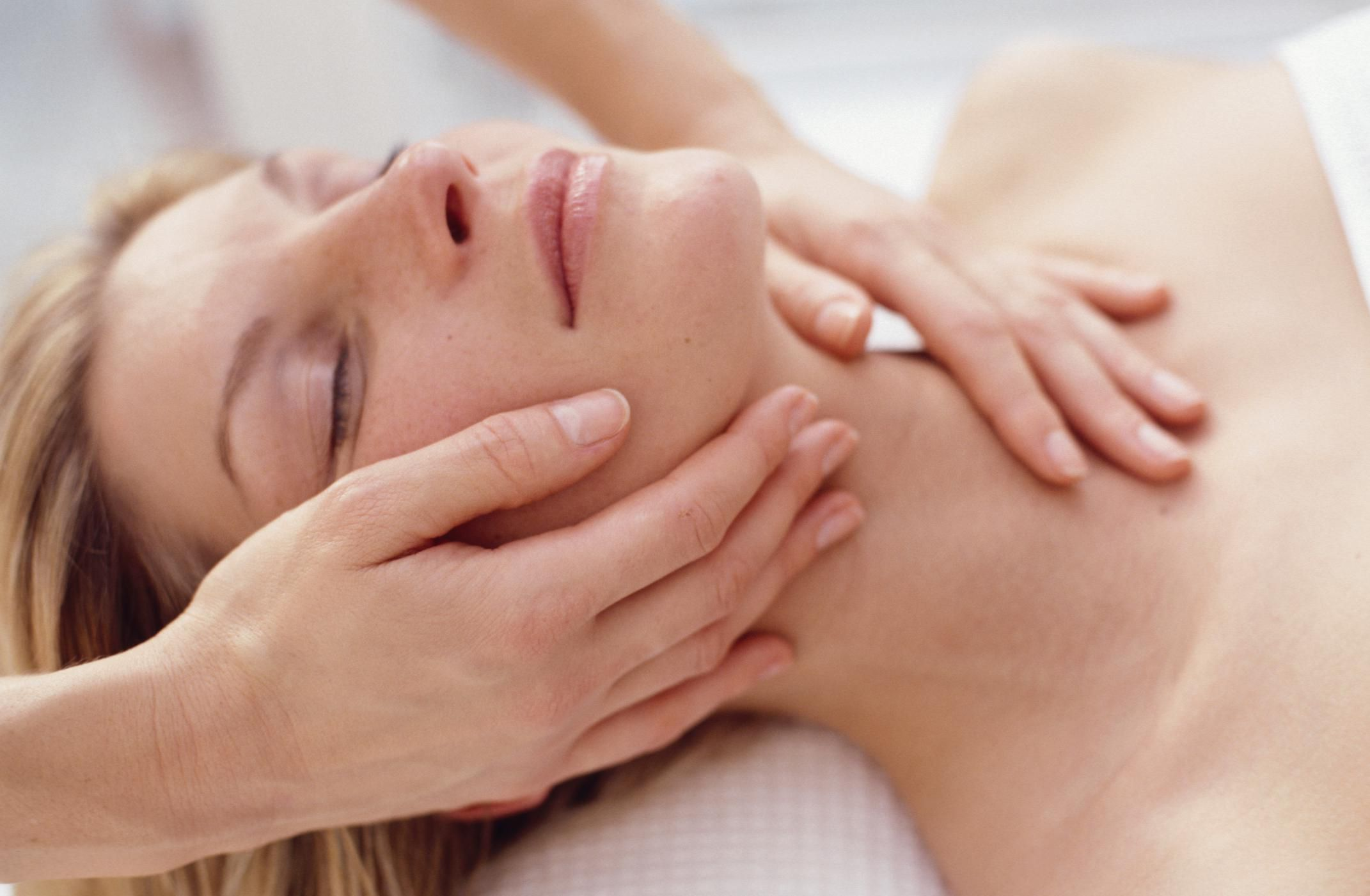 image Manual lymphatic drainage with suction cups 2