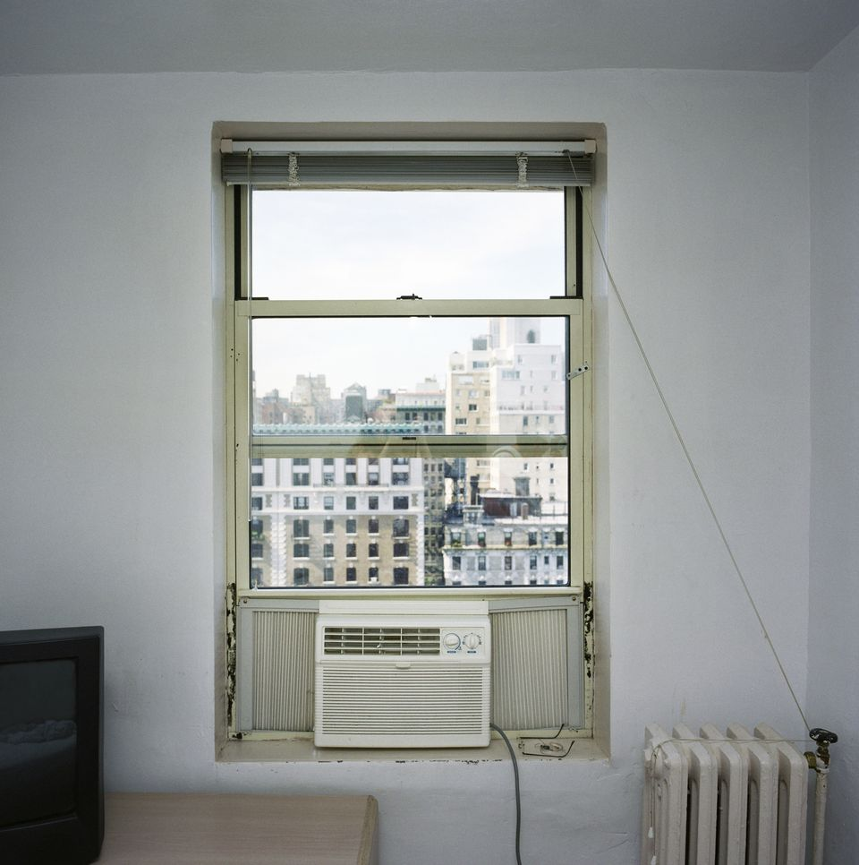 A window air conditioning unit