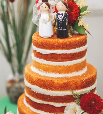 How to make a wedding cake a beginners guide 10 real diy wedding cakes inspiring tales of amateurs making wedding cakes solutioingenieria Image collections